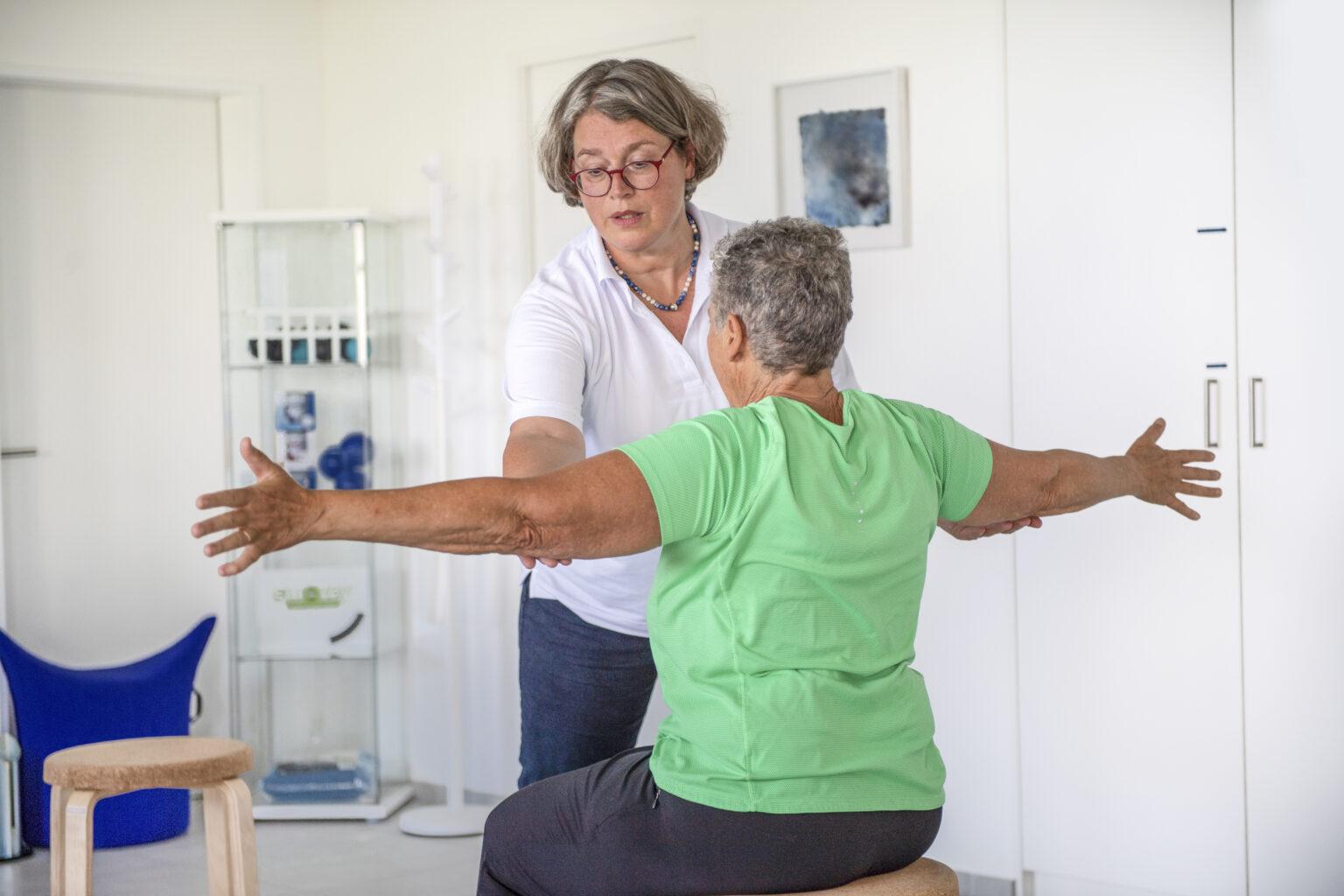 LSVT-Big-uebungen-therapeutin-und-kunde